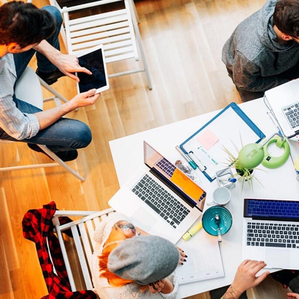 presenza online un team di lavoro